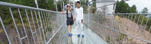 Chine : leplus long et plus haut pont en verre au monde